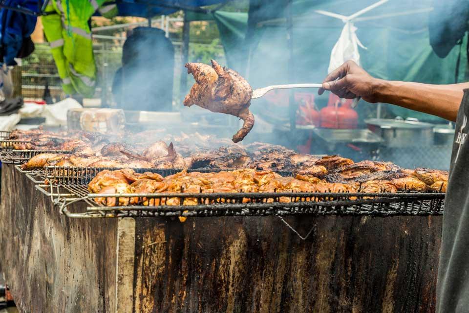 karibik karneval antigua fleisch auf grill